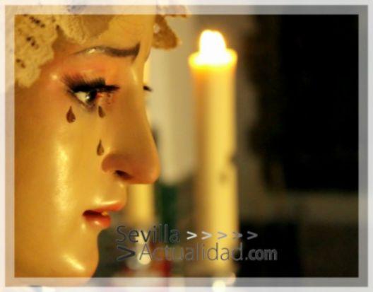 La Virgen de los Dolores en besamanos en la Parroquia del Divino Salvador de Castilblanco / Juan Carlos Romero