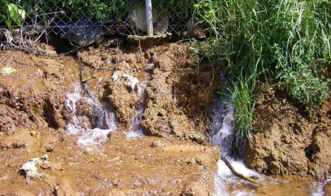fuga-agua-cruz-otivar-alcala-100511