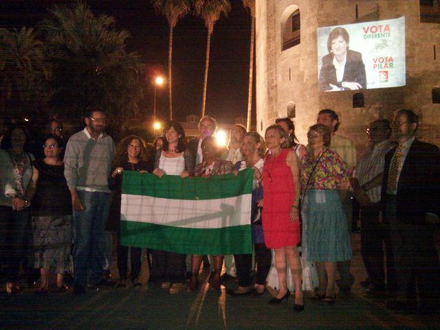 El Partido Andalucista junto a la Torre del Oro, donde empezaron la campaña