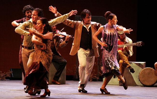 El artista alcalareño lleva su espectáculo flamenco hasta su ciudad natal, Alcalá de Guadaíra