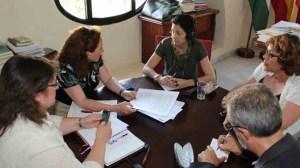 Los concejales socialistas Mercedes de Pablos y Juan Manuel Flores se han reunido hoy con la Asociación de Mujeres Ágora/SA