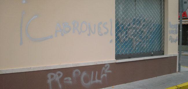 Pintadas en la sede del PP/SA