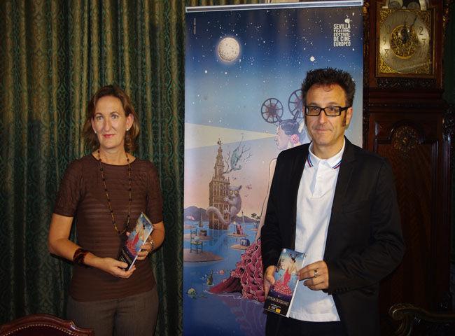 La delegada municipal de Cultura, Sánchez Estrella, junto al director del SEFF'12, José Luis Cienfuego/Ángel Espínola