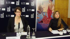 La directora Ursula Meier (izquierda) comentó su película junto a la jefa de prensa Amalia Bulnes (derecha)/Ángel Espínola