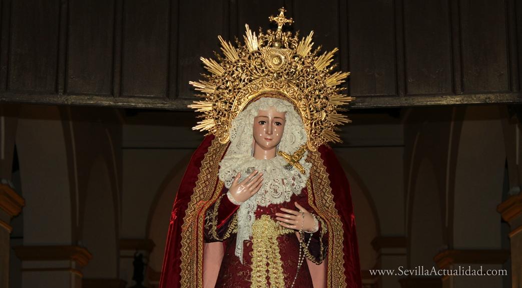 La imagen de la Virgen de la Paz de Castilblanco de los Arroyos a las puertas de la Parroquia del Divino Salvador / Juan C. Romero