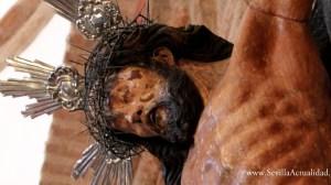 La Hermandad de Escardiel traslada este domingo a las 12 de la mañana al Crucificado de los Vaqueros desde su ermita a la Parroquia donde presidirá el Vía Crucis del Año de la Fe / Juan Carlos Romero