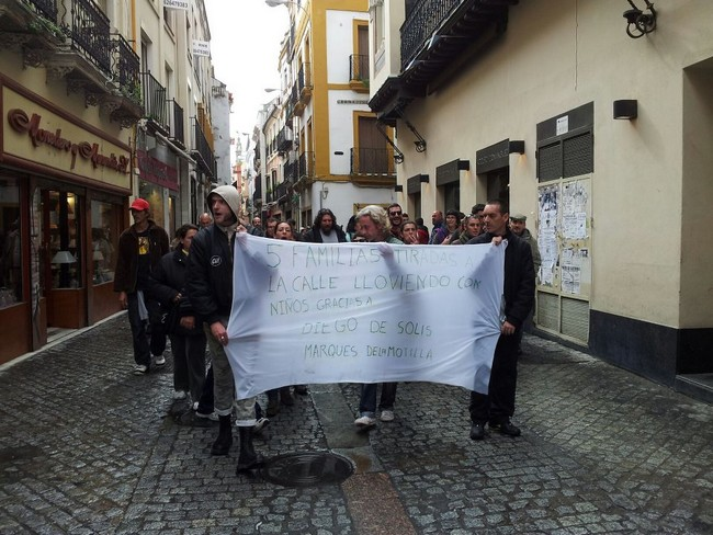 Aproximadamente unas 80 personas han secundado las protestas./Patricia González López-Contrafoto 21