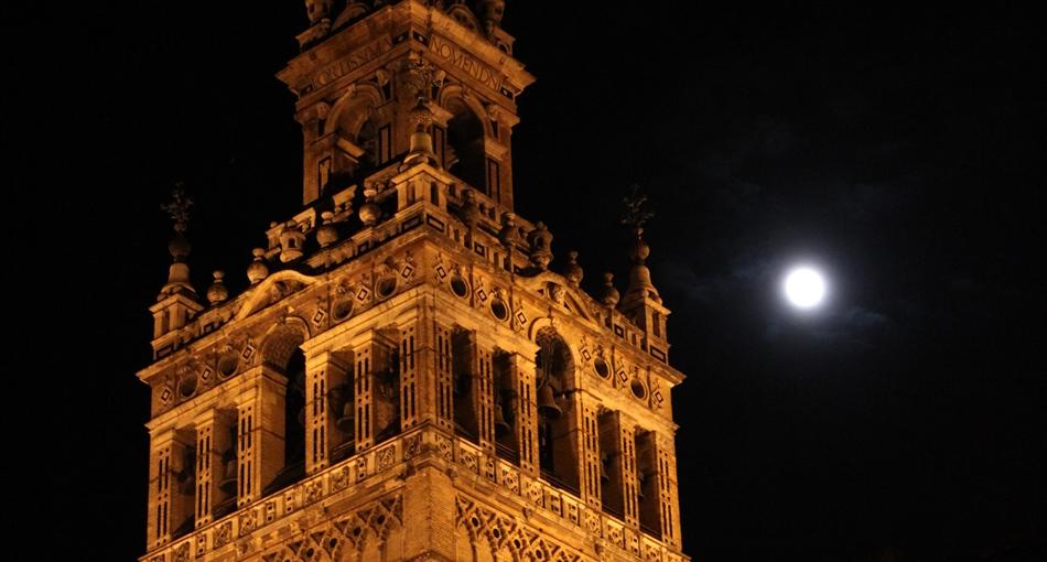 La Giralda de Sevilla quedará a oscuras este sábado en 'La hora del Planeta' / Fotografía: Juan Carlos Romero