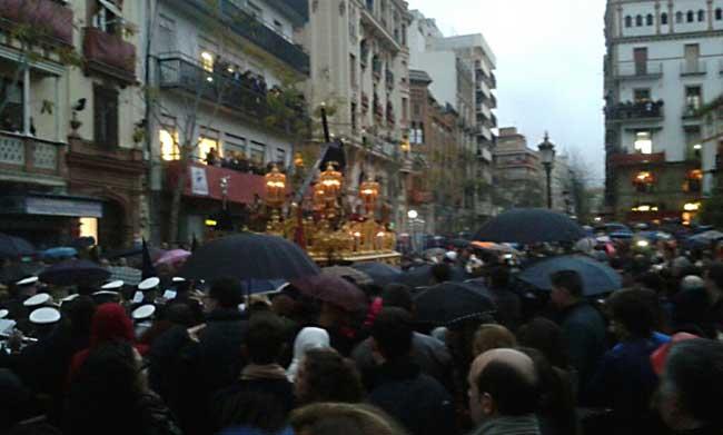 El señor de la Salud en la Campana, rumbo a la Anunciación por la lluvia / Juan Carlos Romero