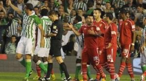 La falta de equilibrio de Gary Medel está causando demasiados perjuicios al Sevilla /SEVILLA F.C.
