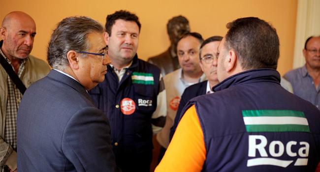 El alcalde de Sevilla, Juan Ignacio Zoido, ha recibido a los empleados de la factoría de Roca en el Ayuntamiento / Sevilla Actualidad