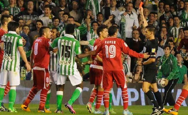 La expulsión de Medel fue una de las claves para entender un duelo de muchas lecturas / Sevilla FC