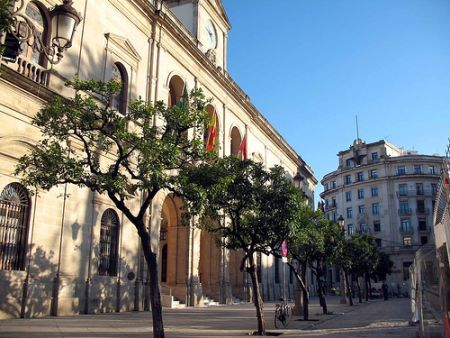 CC.OO anuncia que la próxima semana interpondrá denuncia ante la Inspección de Trabajo para que se cumpla el reglamento./Sevilla Actualidad