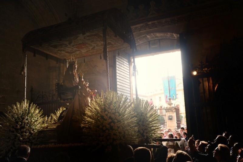 La Virgen de los Reyes preside en las calles de Sevilla el rosario de la aurora / Archidiócesis de Sevilla