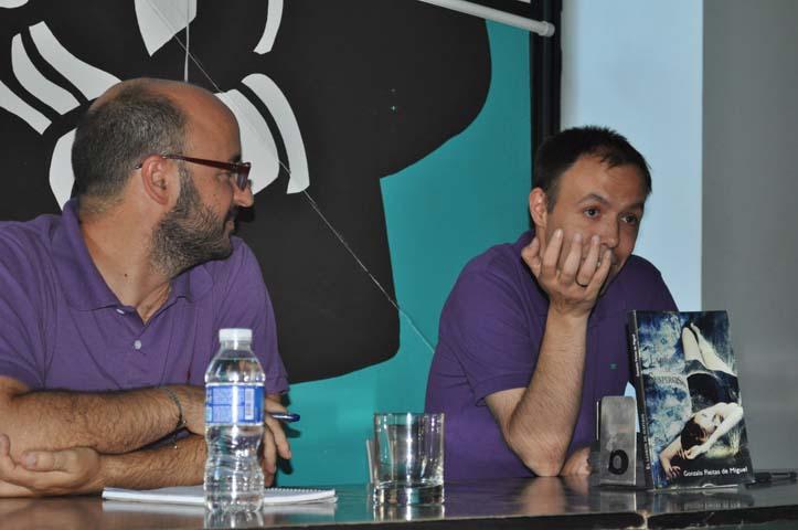 Alejandro Luque y Gonzalo Fleitas durante la presentación de 'El ladrón de suspiros' /SA