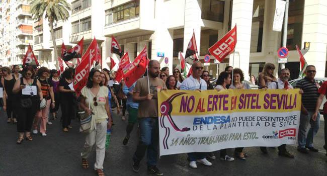Empleados de Sitel se movilizan en contra del Expediente de Regulación de Temporal de Empleo que la multinacional ha presentado y afecta a 142 trabajadores en la provincia / Sevilla Actualidad