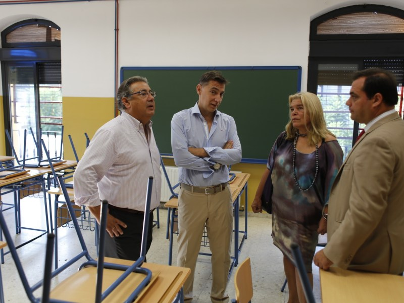 Zoido visita colegio