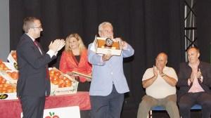 Joaquin Duran director general de RTVA recoge el Tomate de Plata 2014