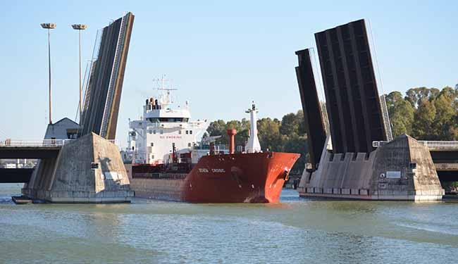 acuario-llegada-barco-agua