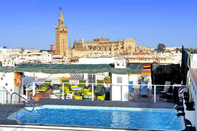 hotelbecquer-piscina mini
