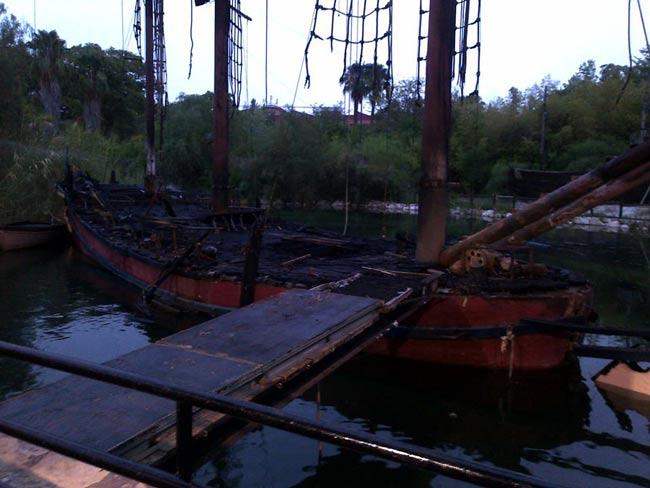 barco-pirata-calcinado