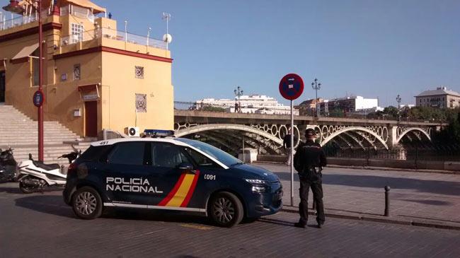 policia-nacional-en-punte-triana