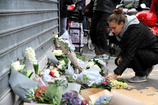 flores-honor-victimas-atentados-paris-2015-maya-anais-yateghene-flickr