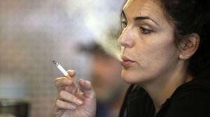 mujer-fumando-SINC