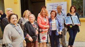 Castaño, junto algunos de los familiares de los represaliados /Ayto. Sevilla