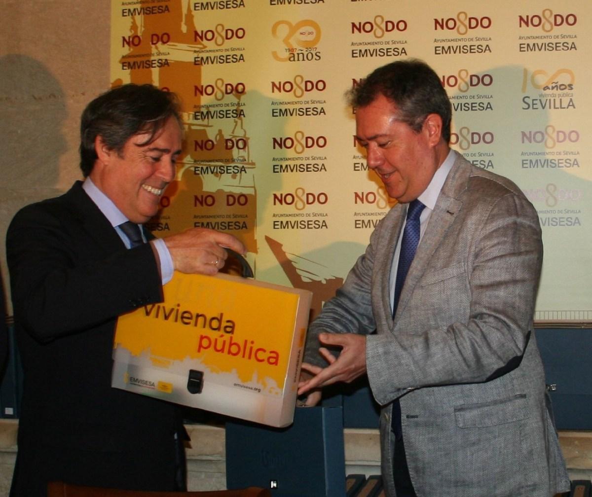 Firma de la permuta de la parcela de Ramón Carande /Ayto. Sevilla