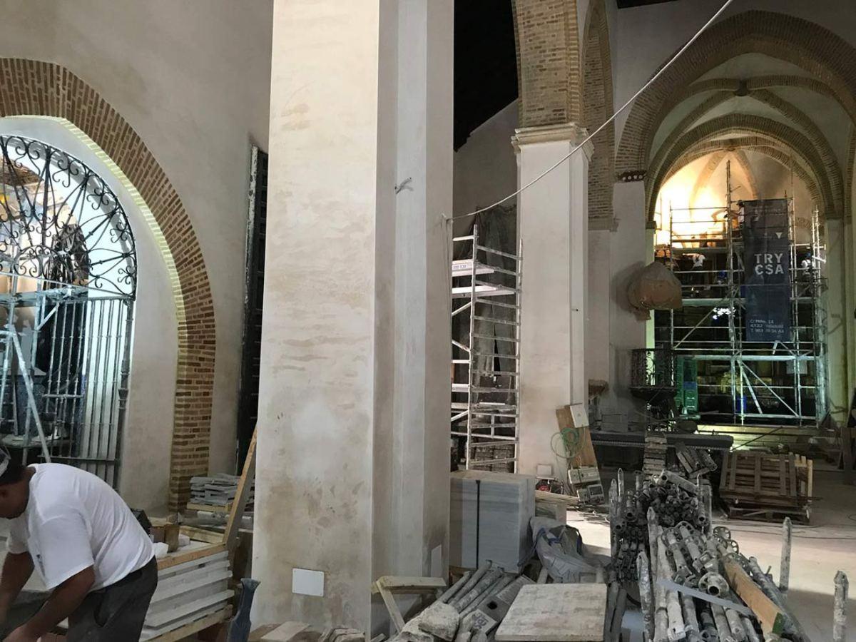 Trabajos de restauración en el interior de la iglesia de Santa Catalina / @JavierComasR