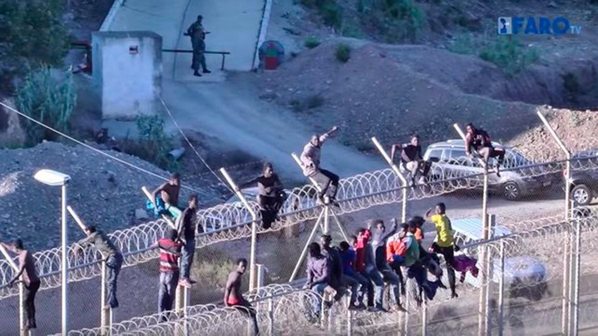 Nuevo salto a la valla de Ceuta /@jucilnacional