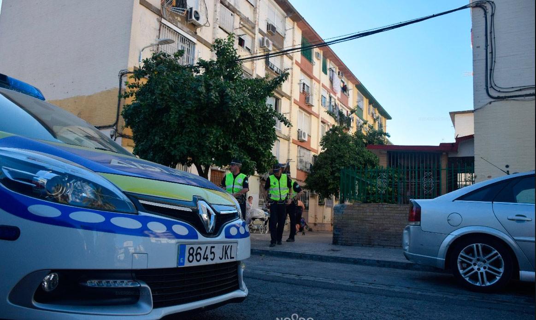 Dispositivo policial especial en las zonas de Cerro y Amate / Emergencias Sevilla