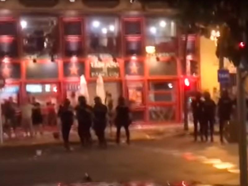 La Policía carga contra los hinchas ingleses /SA
