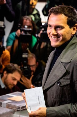 Albert Rivera depositando su voto el 10N / @Albert_Rivera