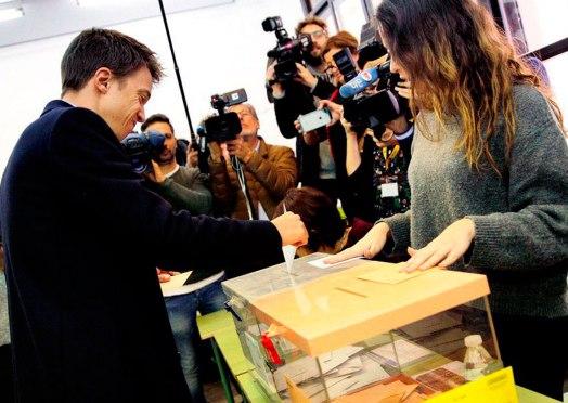 Íñigo Erejón deposita su voto el 10N / @masmadrid_