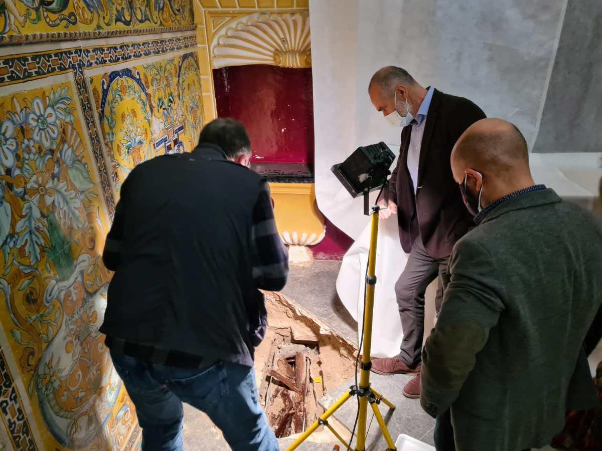 Hallan un sarcófago en la Capilla del Palacio Gótico del Real Alcázar