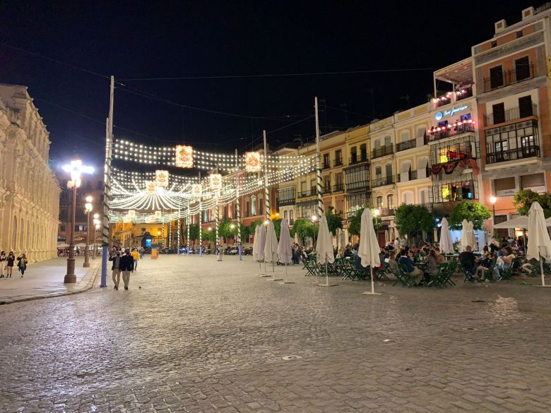 Alumbrado de Feria en el Centro / Miguel Salvatierra