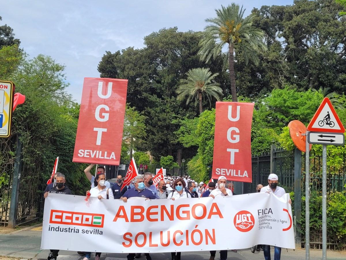 Trabajadores de Abengoa se manifiestan para mantener sus puestos de trabajo.