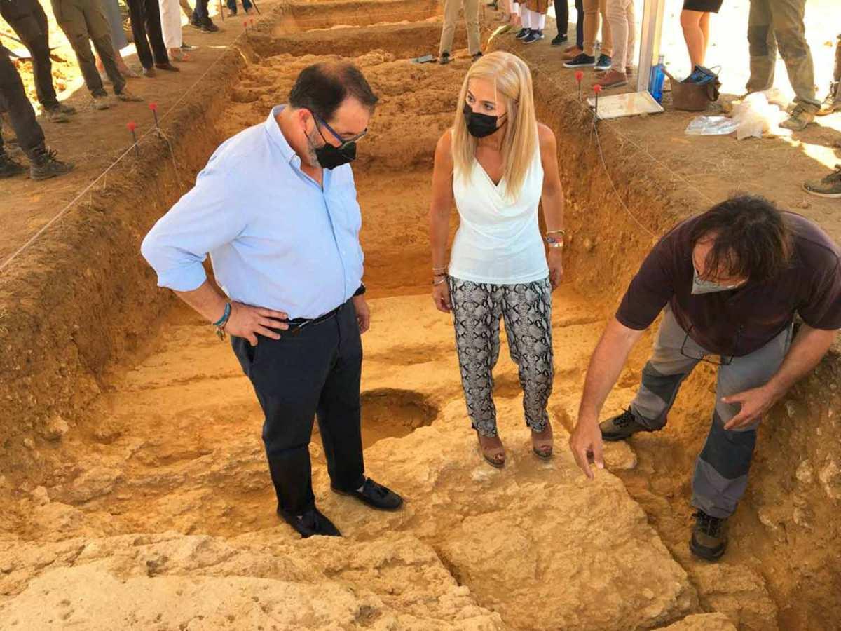 patricia del pozo en el conjunto arqueológico de carmoma
