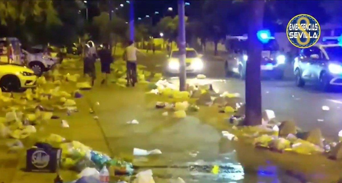 Así quedaron las calles tras el botellón en Cartuja / ES