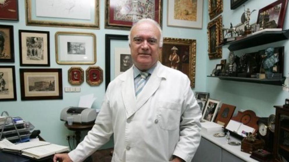Javier Criado en su consulta.