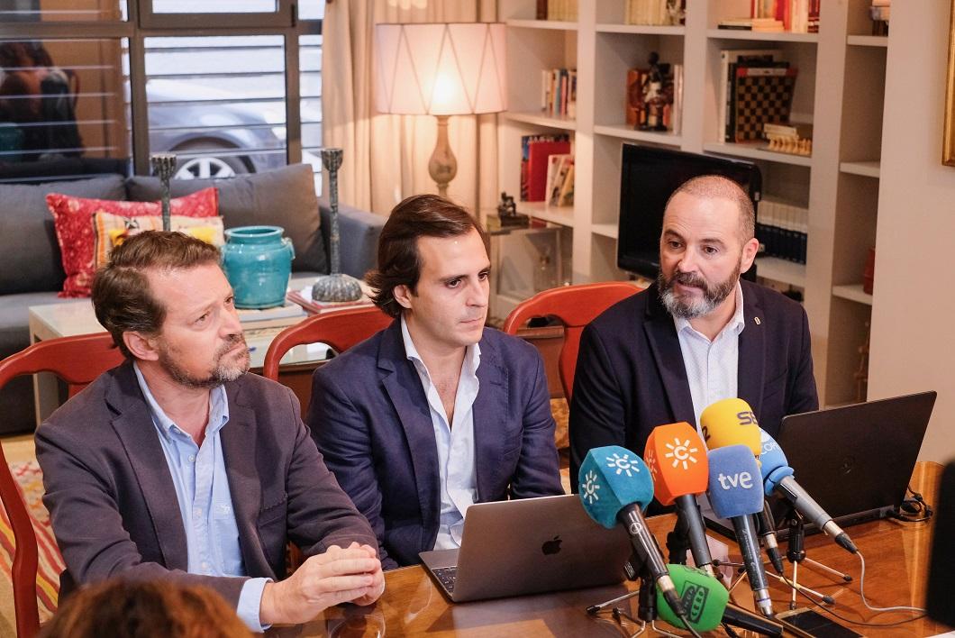 Los responsables de HomeAway en la presentación del Barómetro, ante los medios. FOTO. Lince