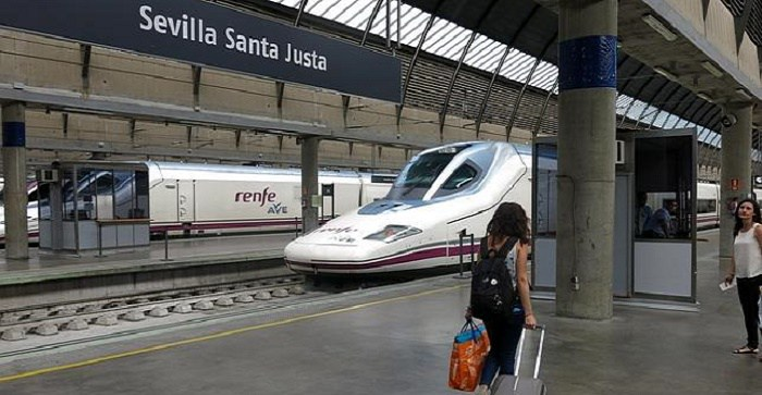 Tren de Alta Velocidad en Santa Justa.