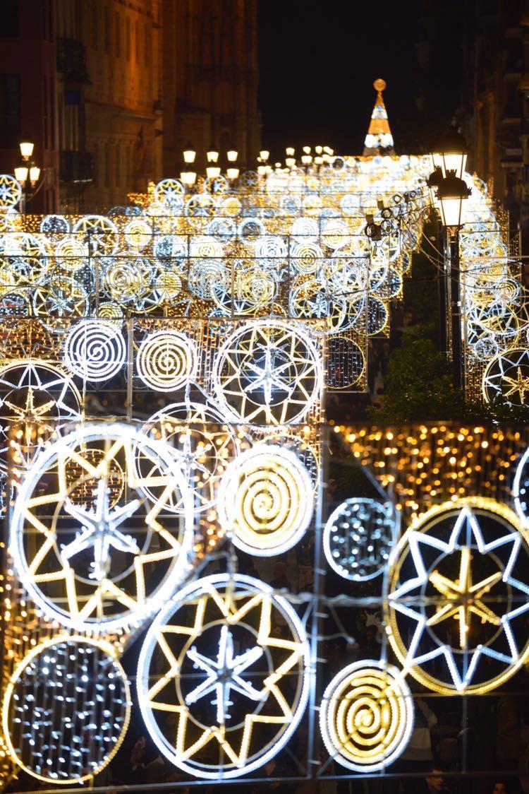 La iluminación de Navidad se extiende por 260 calles de Sevilla. Foto: Lince.
