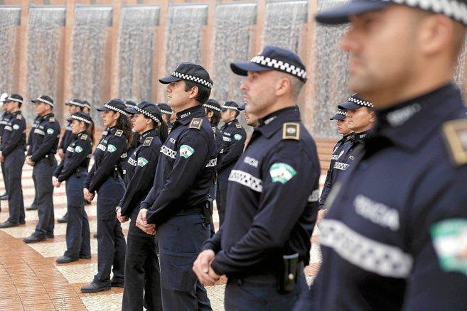 1.900 personas aspiran a uno de los 50 puestos de Policía Local en Sevilla.