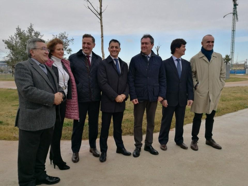 Las autoridades han visitado las obras de las viviendas de Hacienda del Rosario.