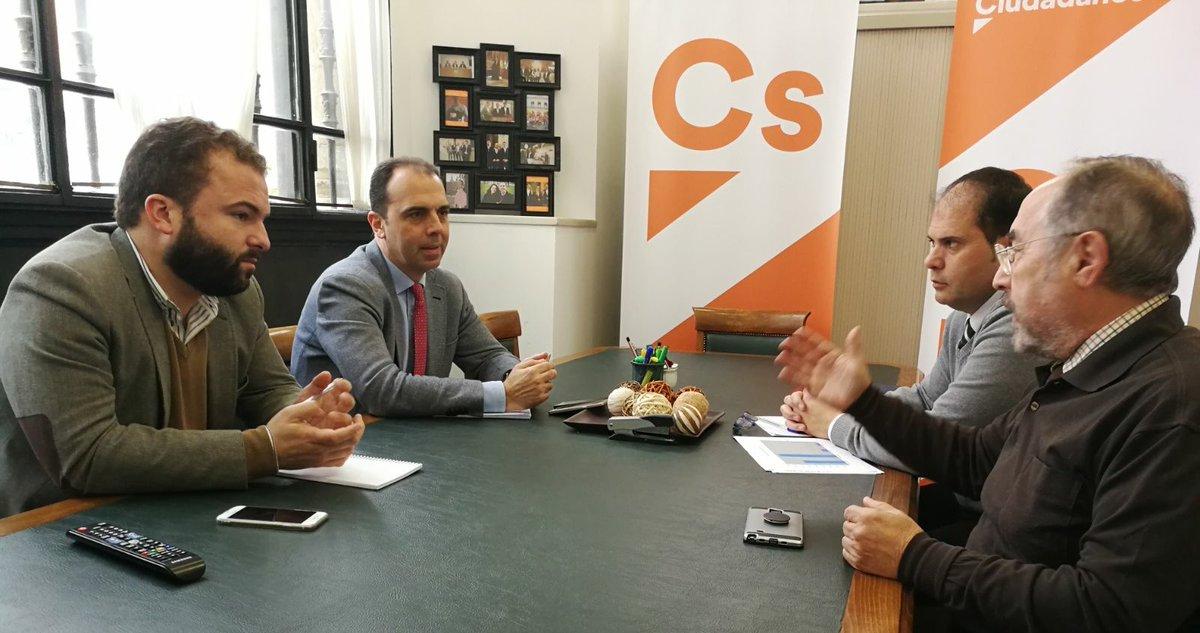Reunión de Javier Millán y empresarios de los polígonos de Sevilla