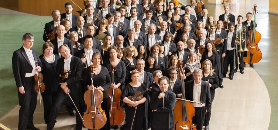 John Axelrod, al frente de la Real Orquesta Sinfónica de Sevilla (ROSS)