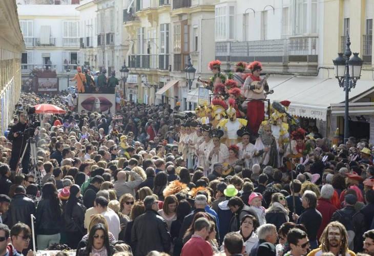 Carrusel de coros en la plaza del Mercado de Abastos de Cádiz